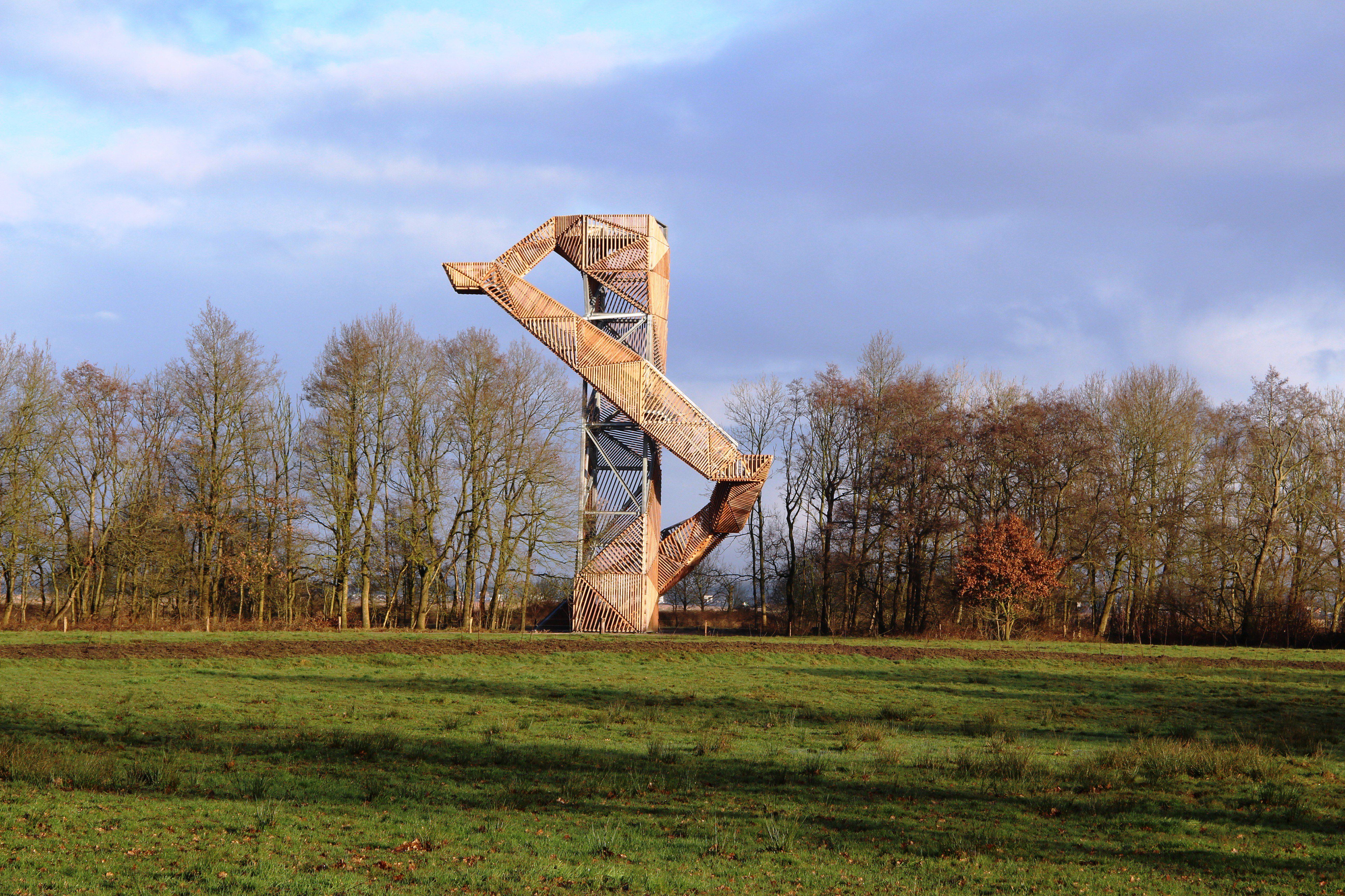 Uitkijktoren Peize Stalen trappen kragen uit rondom staalconstructie