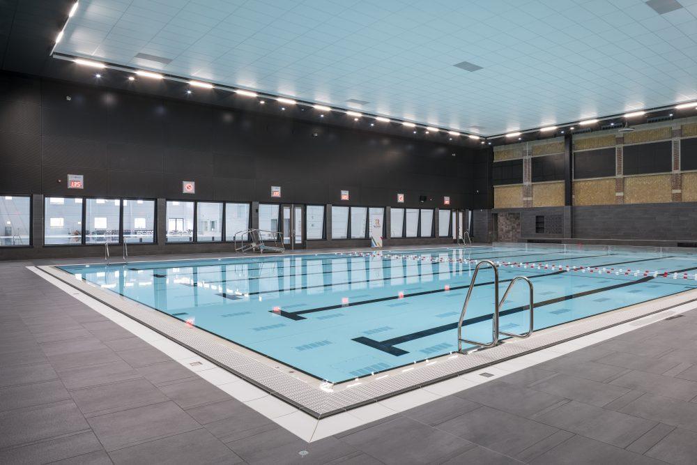 Zwembad in kantoor na transformatie » bouwwereld.nl