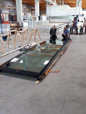 Voordat de bouw startte is een praktijkproef uitgevoerd om de ruiten te testen op vooral visuele vervorming.