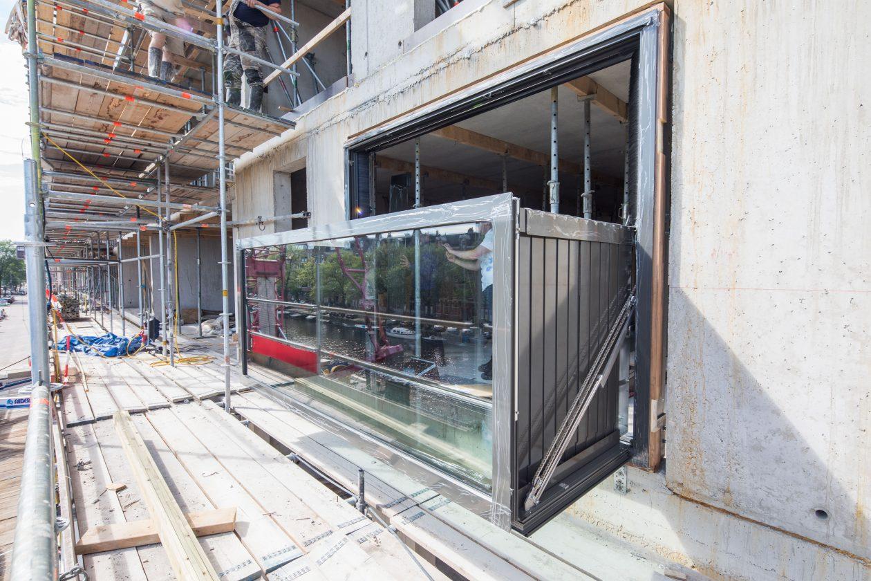 bloomframe window, balkon, raam, machine