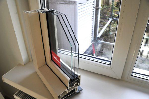 Alle woningen zijn goed geïsoleerd, onder meer in de spouwmuur. De all-electric woningen krijgen driedubbel glas in het hele huis