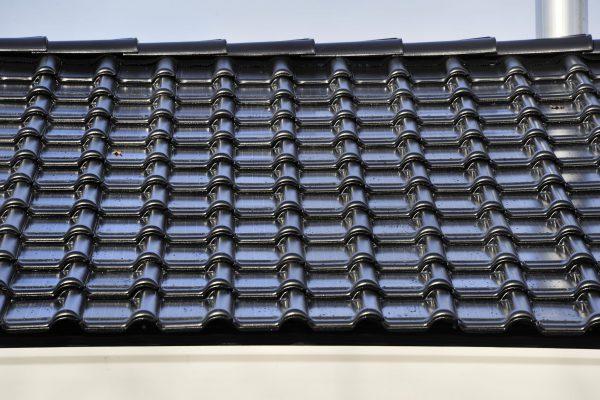 NOx-dakpannen zuiveren uitlaatgassen afkomstig van verkeer, industrie en verwarmingstoestellen en zetten deze om in niet-schadelijke stoffen zoals NO3
