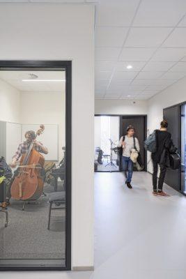 Elke ruimte vereiste haar eigen akoestische en geluidsisolerende maatregelen.