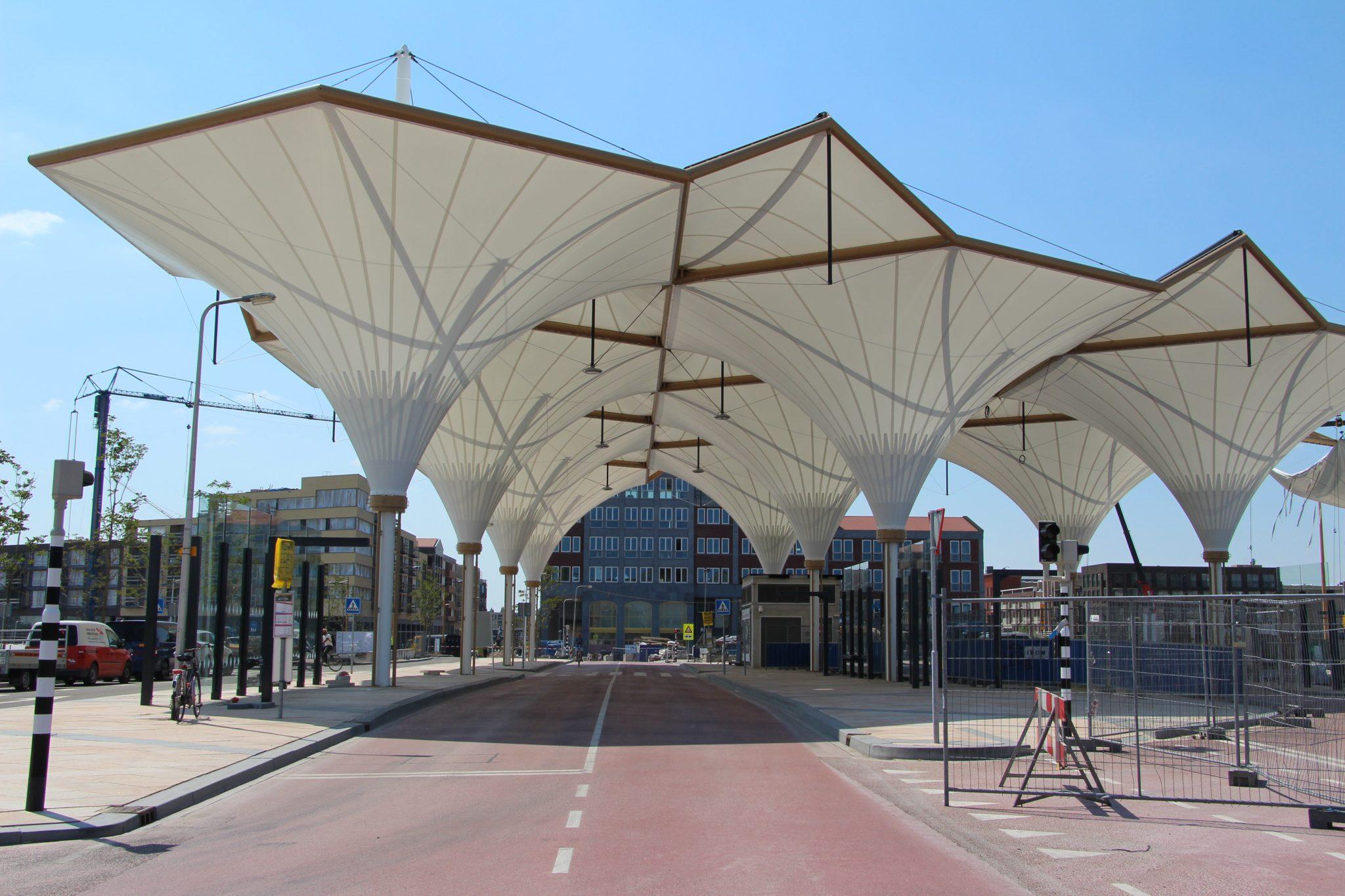 Gotische kapconstructie busstation Leidsche Rijn