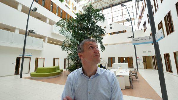 """Niels Slotman: """"Voor zowel de nieuwbouw als de renovatie is het zaak om over de juiste deurnaalden te beschikken. De samenwerking met Alprokon is uitstekend bevallen."""""""