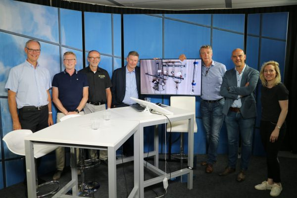 Dick van Dijk (remeha), Peter Jan Huisman (IMI) Marius Valk (Remeha) Ed Ytsma , Erik Olden (IMI) Eddy Buiting (installatie.nl) Anneke Smits (Remeha) crew webinar