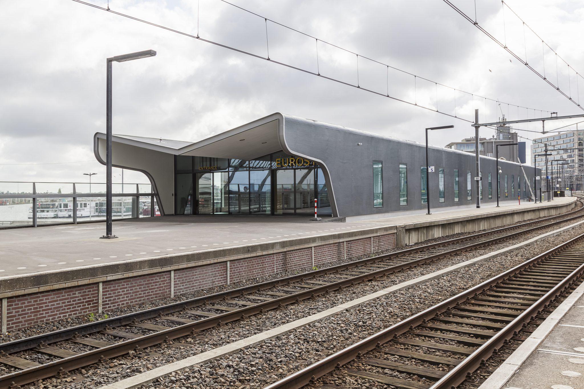 perron Terminal Eurostar op talud perron Amsterdam CS