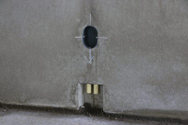 Bij de Dycore cascovloeren werd vooraf met behulp van uitsparingen rekening gehouden met het leidingwerk