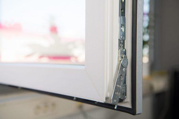 Met Plexiglas-folies gelamineerde raamkozijnen zijn bovendien weerbestendig en eenvoudig te reinigen. Copyright: © Acrylic Products, Evonik Performance Materials GmbH
