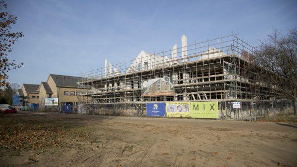 Op het terrein vaan de voormalige Simon Stevinkazerne bouwt aannemer Kelderman Bouw appartementencomplex het Bloemkwartier