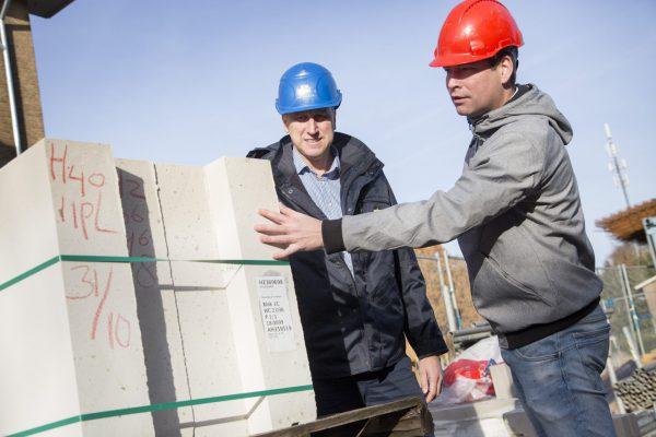 Volgens Van den Born (rechts) is deze manier van bouwen te vergelijken met Lego