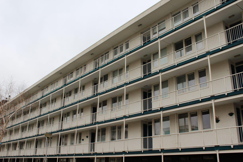versterking galerijen en balkons, staalconstructie