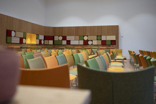 In het kader van de milieuprestatie zijn materialen toegepast met een negatieve CO2-productie, zoals bamboe in het auditorium