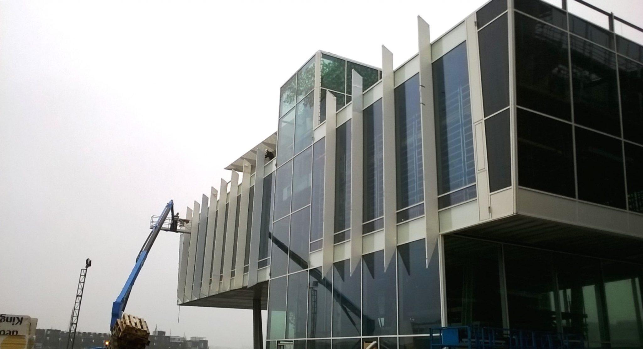Tweedehuidgevel Variatie in glas in gevel kantoor Amves
