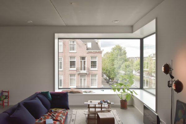 De grote hoekerkers vormen sierlijke elementen in het interieur van de woningen. (Foto: GAAGA studio for architecture)