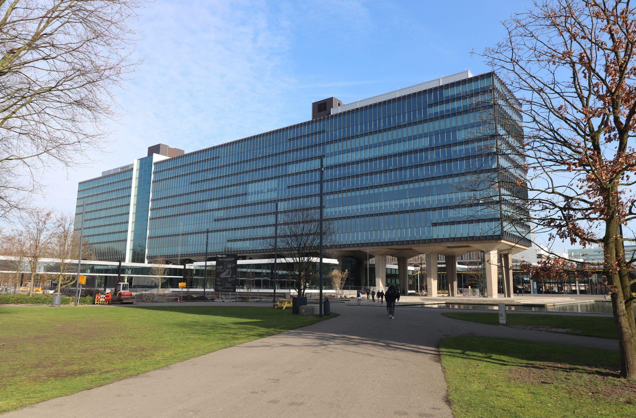 TU/e Eindhoven, atlasgebouw, binnenzonwering, gevel