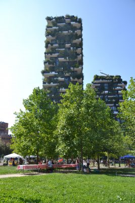Stadsgeograaf Max Visser onderzocht het effect van 'verticale bossen' op de stedelijke omgeving. Hij reisde daarvoor af naar Milaan, waar het Bosco Verticale staat, twee groene torens ontworpen door Stefano Boeri.