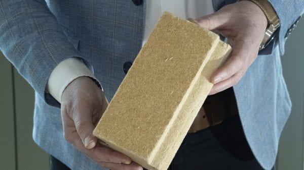 De PAVATEX houtvezelisolatie geeft geen irritatie aan je handen.