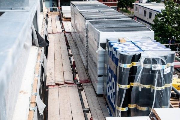 Plaatsing Cradle to cradle Citumen dakbedekking op British School Leidschenveen Campus