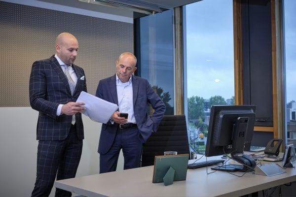 Leendert Maris (rechts) en Imke Swierstra (links) garanderen 100 procent afbouw bij het Woningborg Certificaat Zakelijk