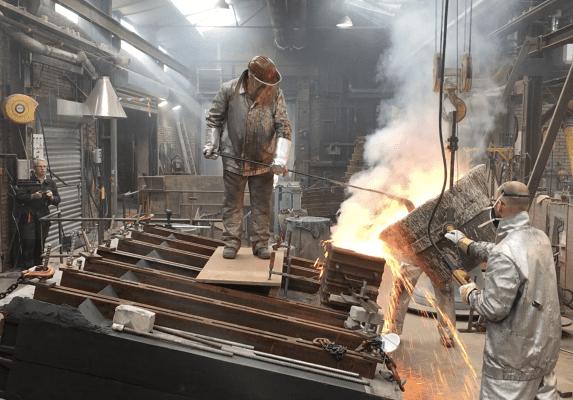 De bronzen gevelpanelen zijn gegoten door klokkengieterij Koninklijke Eijsbouts. Het vinden van de juiste gietmethode vereiste het nodige experimenteerwerk. (Foto: Charles Hueber)