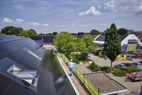 In de Zoetemeerse wijk Meerzicht kregen de daken een FAKRO facelift