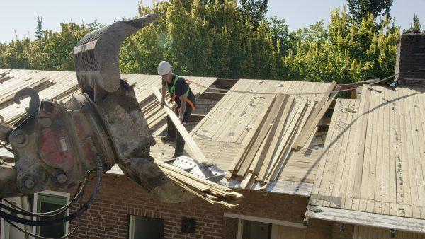 Het reclaimed hout is afkomstig van gebruikt hout, zoals balken en dakplaten