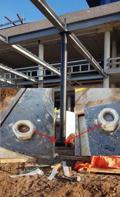 Ankers te kort: Deze stalen luifel wordt ondersteund door twee kolommen. De ingestorte ankers in de fundering zijn helaas te kort, waardoor het maar de vraag is of deze verbinding constructief in orde is.