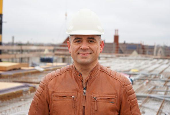 """Accountmanager Yusuf Kölemenoglu van Dycore: 'Door te werken met één aanspreekpunt, kan in het voortraject de engineering voor de verschillende vloeren goed worden afgestemd."""""""