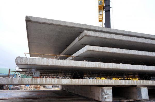 De constructie wordt gebouwd met breedplaat-, kanaalplaat- en ribbenvloeren van Dycore