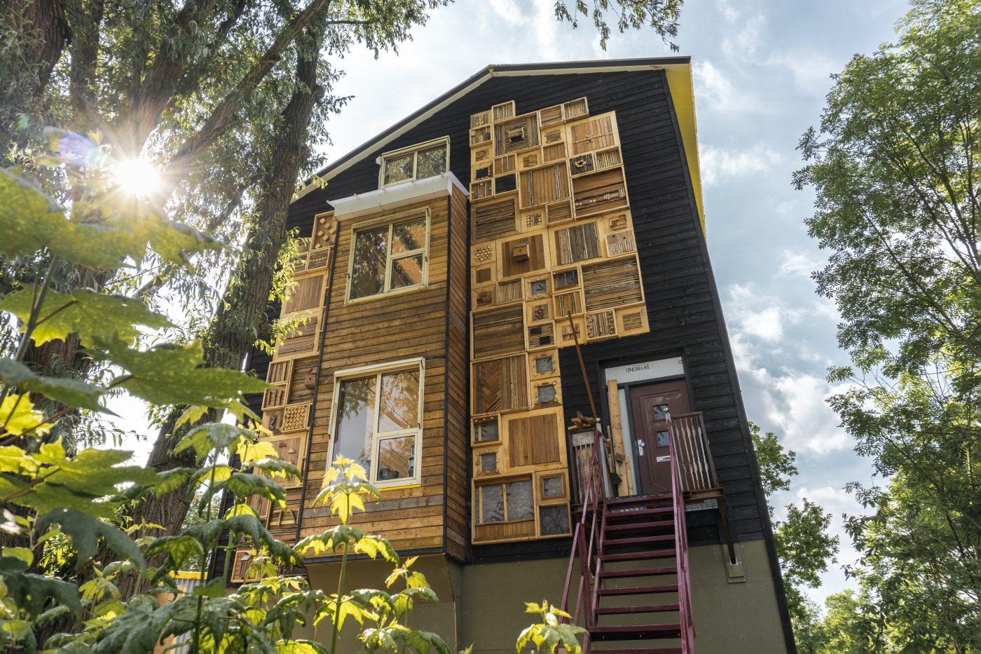 Boomtoren voor 99% gebouwd met gebruikte materialen