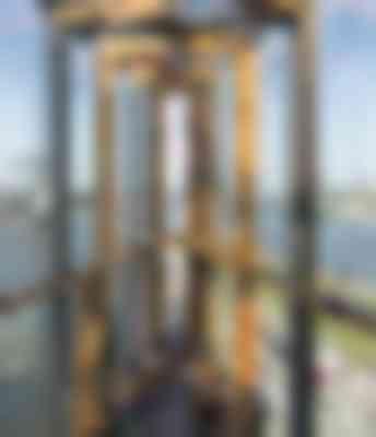 De Skybar Malabar in de top wordt bekroond door een constructie van staal, hout en glas