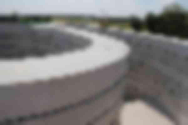 De trap leidt naar een bordes met uitzicht op de Centrale As